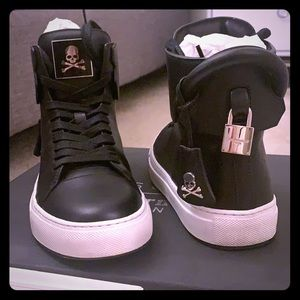 Gently Used LE Mastermind x Buscemi shoe in size 4